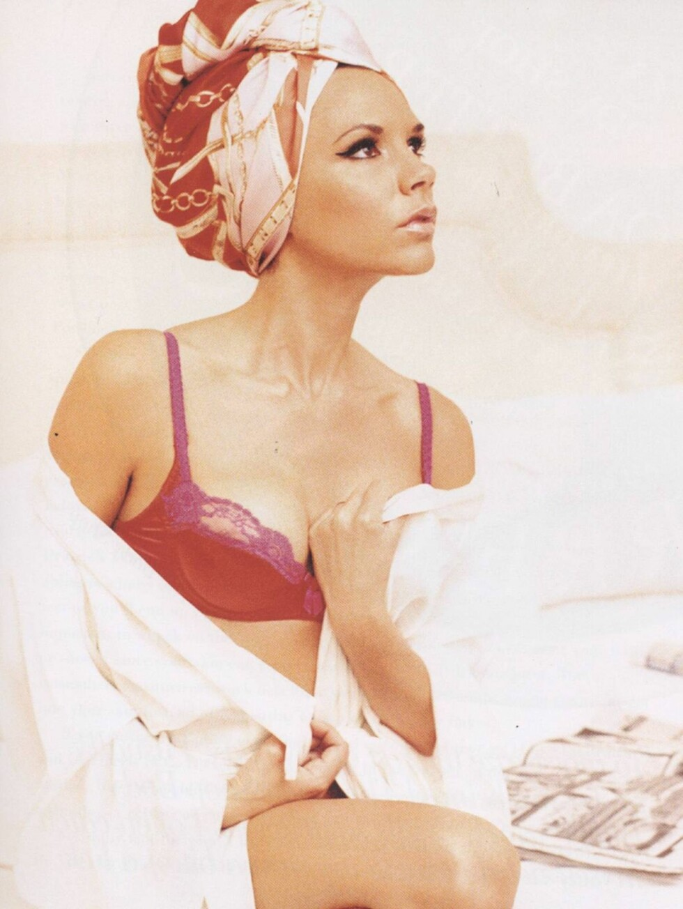 SENSUELL: Victoria Beckhams nye bok er spekket med flotte bilder av skjønnheten. Foto: Faksimile fra boka