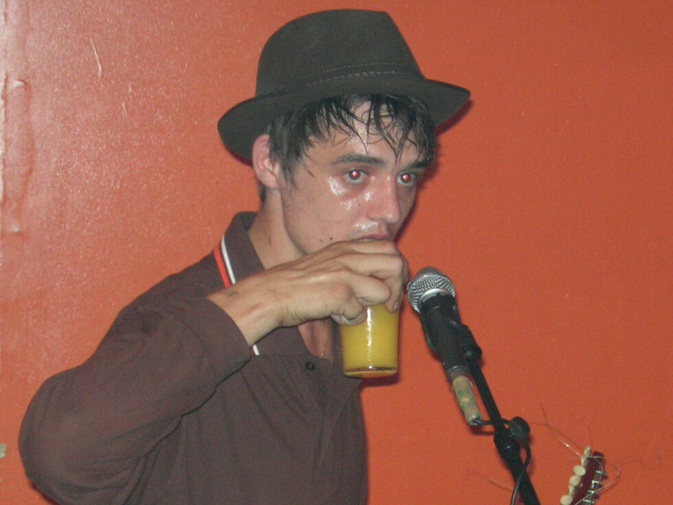 London 2006-07-20  Pete Doherty and BabyShambles play the Woodbury Tavern on Seven Sisters Road in London.   Photo: Storm/Starstock/Photoshot Code 4034  COPYRIGHT STELLA PICTURES Foto: Stella Pictures