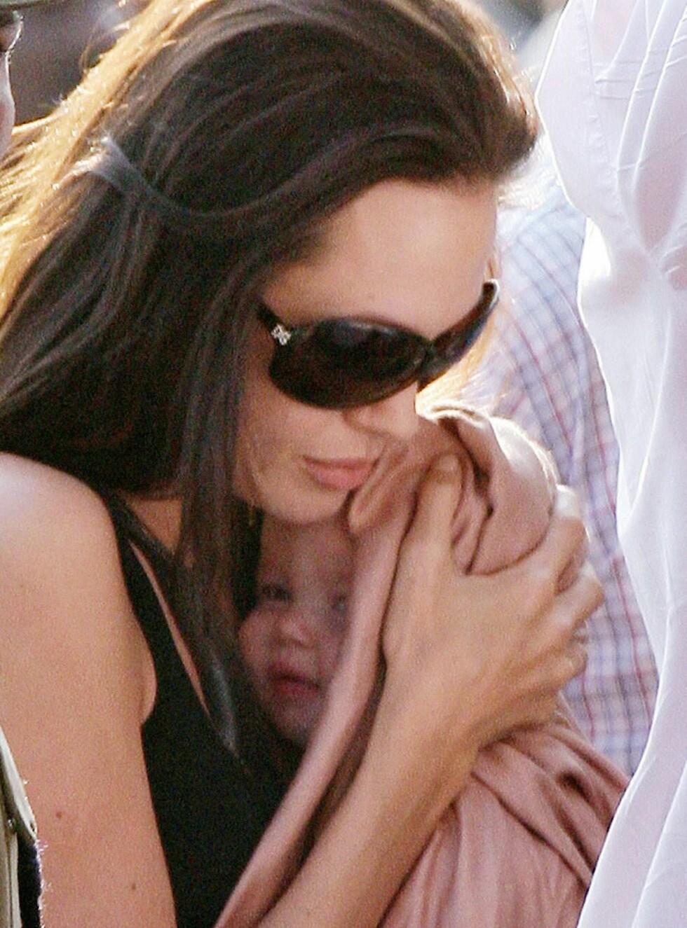 SØT: Hvem syns du hun ligner mest på? Brad eller Angelina? Foto: Stella Pictures