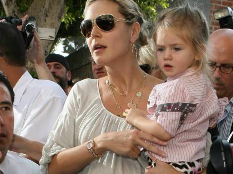 Heidi Klum taking kids into a busy Ivy restaurant Oct 21, 2006 X17agency exclusive Foto: All Over Press