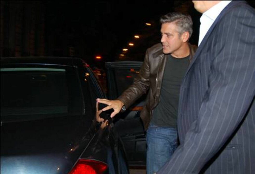 MADRID / SPAIN  AMERICAN ACTOR GEORGE CLOONEY AND HIS FRIEND RANDE GERBER (CINDY CRAWFORD'S HUSBAND) LIVING THIS MORNING (6.00 A.M.) VERY VERY HAPPY A TYPICAL RESTAURANT AND DISCO IN MADRID  ©  IM SV / ENFOQUE REPORTAJES  221006.  EXCLUSIVE PICTURES !! Foto: Stella