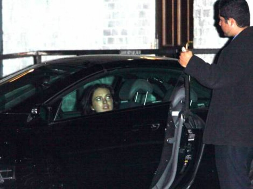 Lindsay Lohan leaving club Hyde where she was again with Stavros Niarchos Oct 23, 2006 X17agency EXCLUSIVE Foto: All Over Press