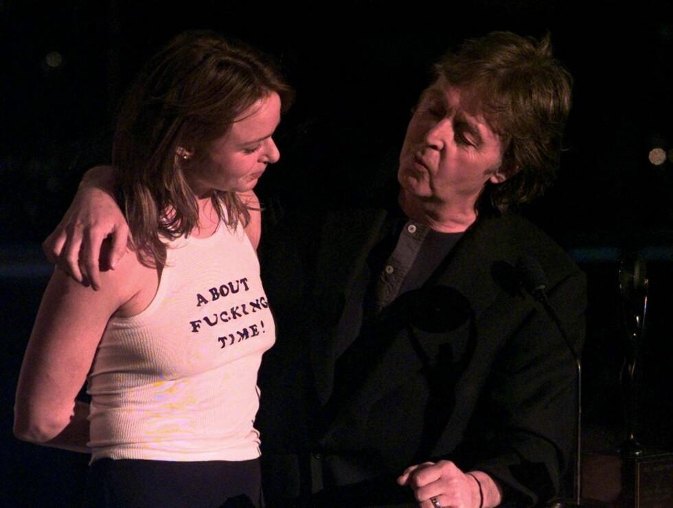 FORBANNA: Paul måtte hindre datteren Stella i å dra ut for å konfrontere Heather med påstandene ... Foto: AP/Scanpix