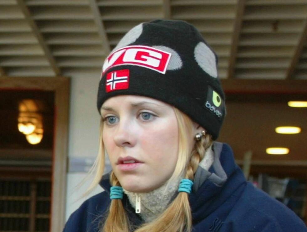 OSLO 20040229 Anette Sagen med mor og far fra dagens kvinnehopprenn i Holmenkollen.  Foto: Andreas Fadum Foto: Se og Hør