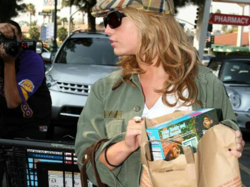 Jessica Simpson grocery shopping buying Rice Crispies in Beverly Hills nov 1, 2006 X17agency EXCLUSIVE Foto: All Over Press