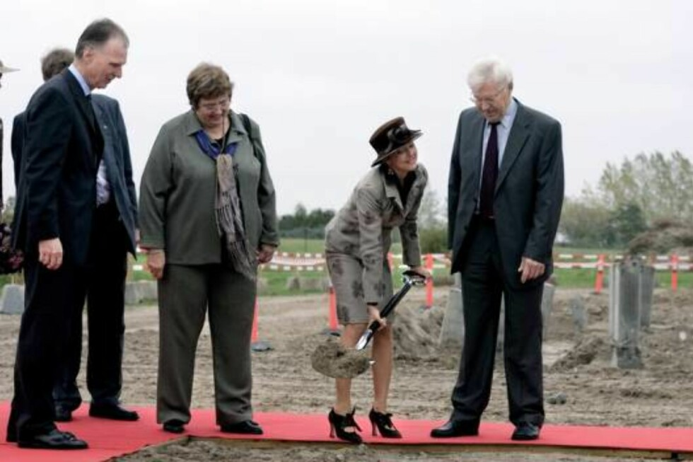 POLFOTO OCT 23 2006 The Danish Princess Alexandra monday went to the first cut for the new building in connection with the art museum 'Arken' just out side Copenenhagen. Behind the Princess sits the mayor of the county Mrs. Vibeke Storm Rasmussen and the