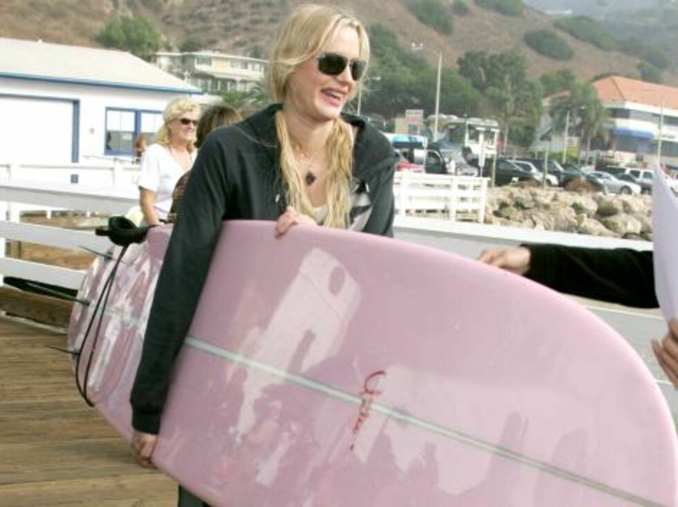 Daryl Hannah at the A Day at The Beach and Paddle Out Protest, Malibu, California. October 22, 2006 . (Pictured:Daryl Hannah )   Photo by Baxter/ABACAUSA Code:4001/A34393  COPYRIGHT STELLA PICTURES Foto: Stella Pictures