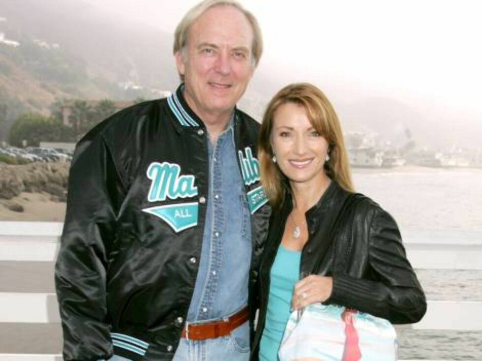 James Keach, Jane Seymour at the A Day at The Beach and Paddle Out Protest, Malibu, California. October 22, 2006 . (Pictured:James Keach, Jane Seymour)  Photo by Baxter/ABACAUSA Code:4001/A34393  COPYRIGHT STELLA PICTURES Foto: Stella Pictures