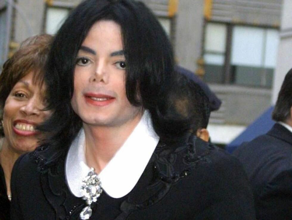 GIFTER SEG?: Prøver Michael Jackson å slå venninnen Elizabeth Taylor i antall ekteskap? Foto: Stella Pictures