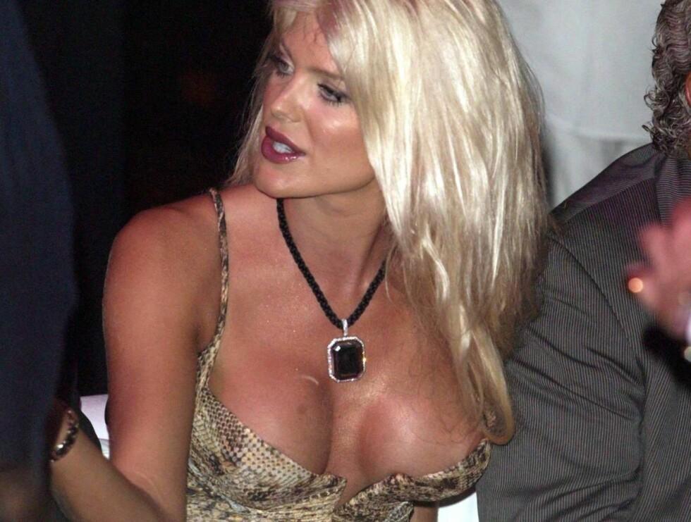 KUNSTIG: Victoria Silvstedt elsker sine kunstige lepper og bryster. Foto: All Over Press