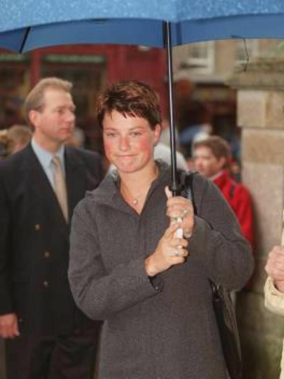 Princess Märtha Louise walking in the rain on a three day visit to Edinburgh Scotland. Photo: UK Press / All Over Press Foto: All Over Press