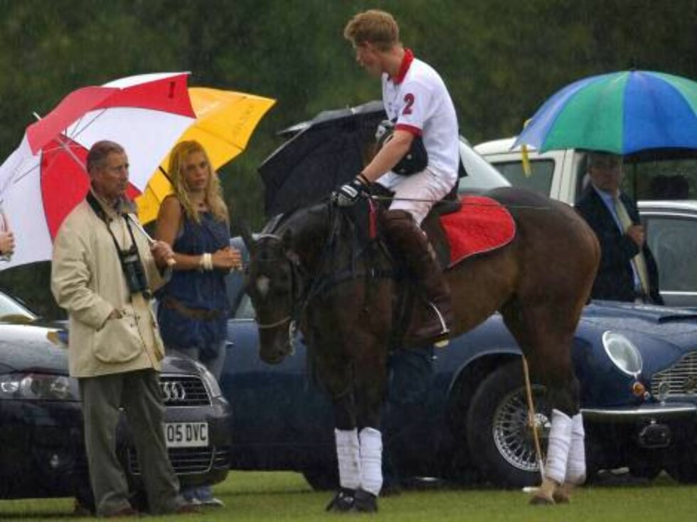 Prince Harry plays at the Cirencester Park Polo Club, watched by The Prince of Wales & Chelsy Davy. Picture: UK Press Foto: All Over Press
