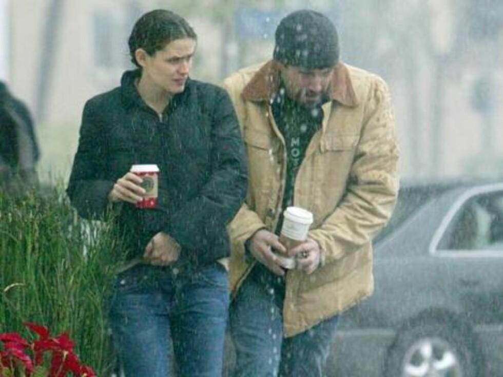 BENNIFER: Jennifer Garner og Ben Affleck angrer på at de glemte sydvesten. Foto: Stella Pictures