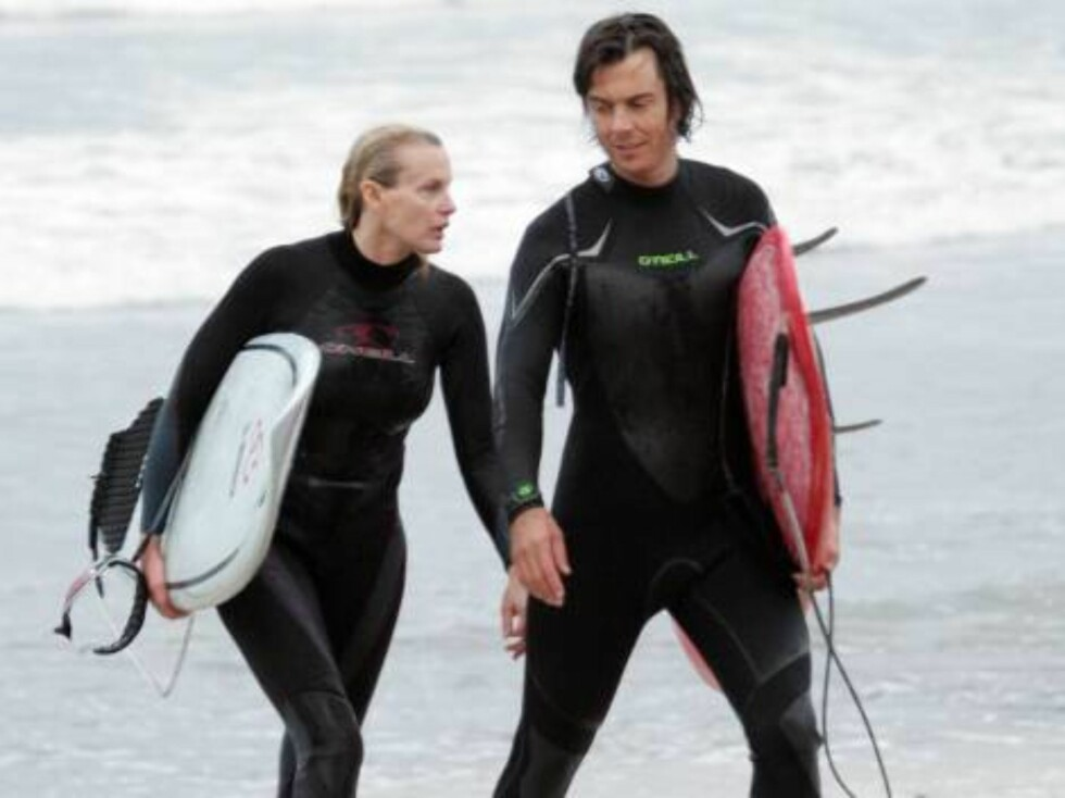 Code: X17XX8- Ginsburg-Spaly, MALIBU, USA, 17.10.2004: ACTRESS Daryl Hannah with boyfriend surfing in Malibu despite the rain. October 17, 2004 exclusive All Over Press/ X17 / Ginsburg-Spaly / ALL OVER PRESS Foto: All Over Press