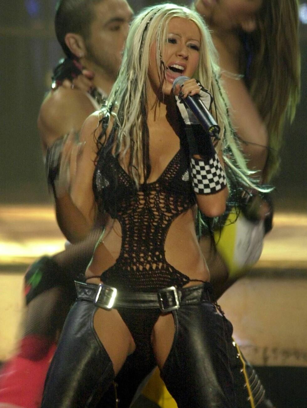 FREKK: Christina Aguileras lærbukser er tidenes mest omdiskuterte scene- og videoantrekk. Foto: AP/Scanpix