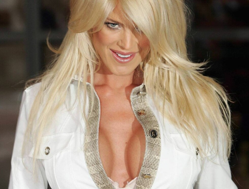 LONDON - APRIL 13: Model Victoria Silvstedt arrives for the Press Launch of the new ITV1 television series Celebrity Wrestling at the Soho Hotel on April 13, 2005 in London, England. Professional wrestlers D-Lo Brown and Joe Legend each take team of six c Foto: All Over Press