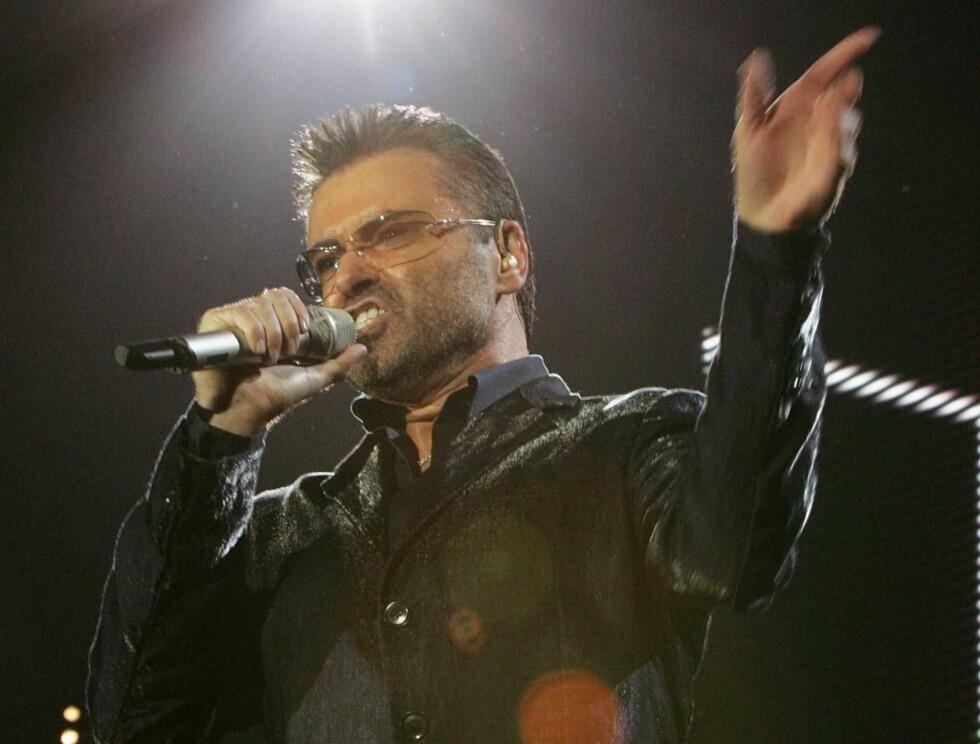SANG: For første gang på 15 år dro George ut på turné igjen. Under besøket i Spania gikk alt galt. Foto: AP/Scanpix