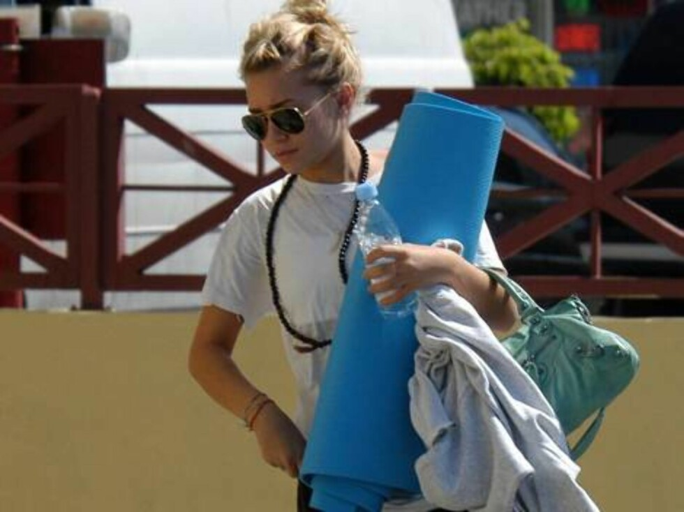 Ashley Olsen attended yoga class in Brentwood, without her sister Mary-Kate.  The troubled twin, who usually does almost everything with her sister, never goes to yoga class with Ashley.  August 11, 2004.  Exclusive X17agency.com / ALL OVER PRESS Foto: All Over Press