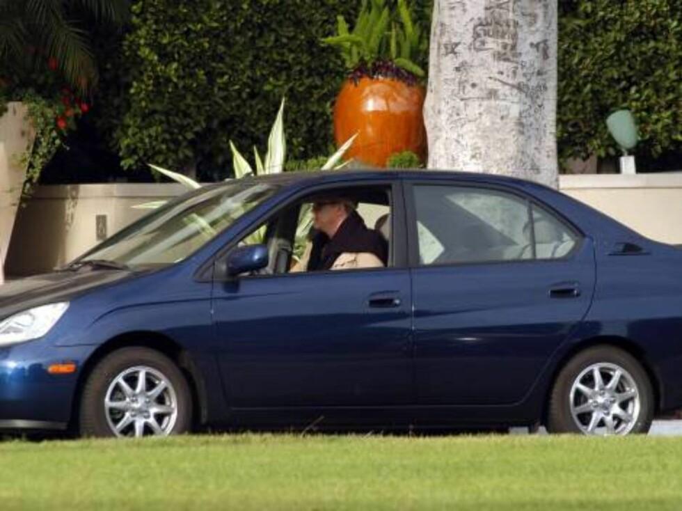 Her kommer High Fidelity-stjernen Tim Robbins i sin høyteknologiske bil. Foto: All Over Press