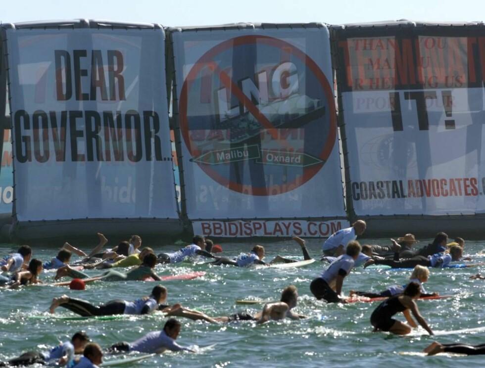 KLART BUDSKAP: Demonstrantene ba guvernør Arnold Schwarzenegger stanse gassutbyggingen. Foto: Stella Pictures