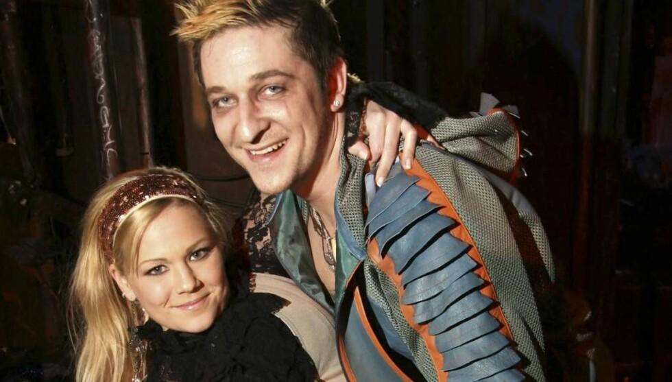PAR PÅ SCENEN: Maria og Hans Marius er forlovet. Men før det blir bryllup skal paret spille sammen i suksessmusikalen Hair. Foto: SCANPIX