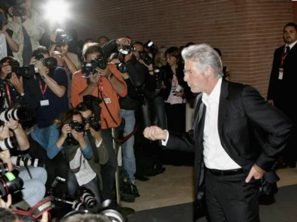 """ROME - OCTOBER 15:  Actor Richard Gere attends a photocall to promote the movie """"The Hoax"""" on the third day of Rome Film Festival (Festa Internazionalel di Roma) on October 15, 2006 in Rome, Italy.  (Photo by Elisabetta Villa/Getty Images) *** Local Capti Foto: All Over Press"""