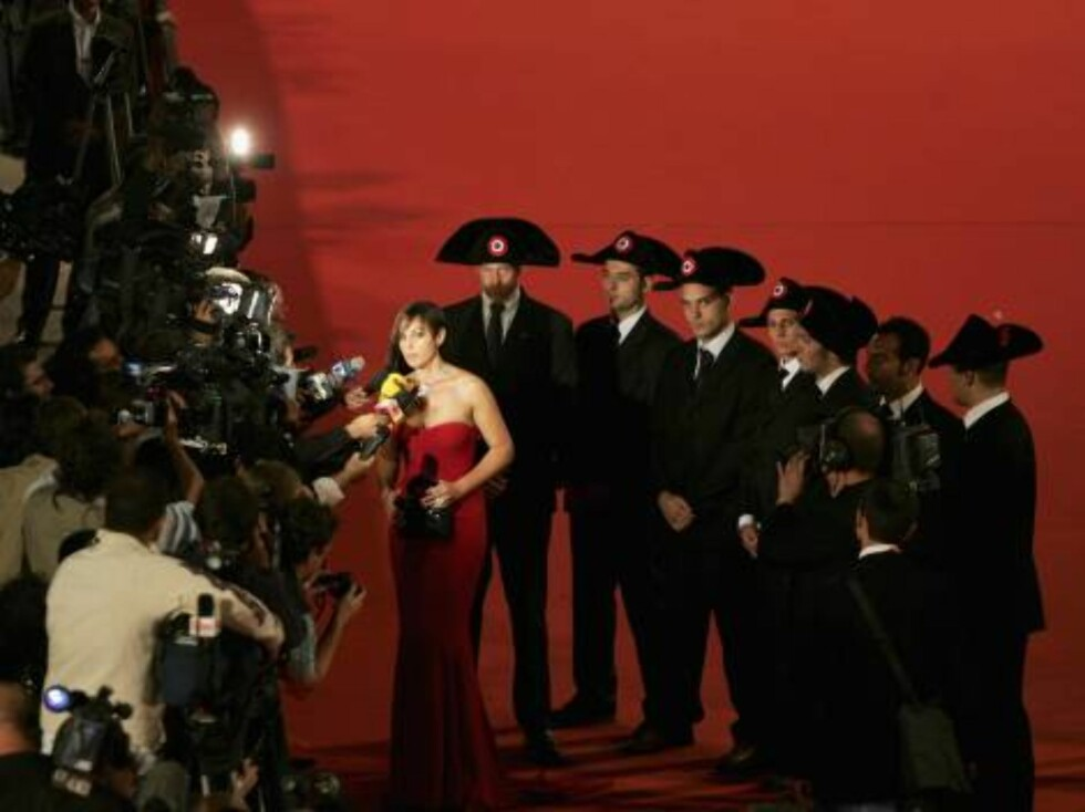 """ROME - OCTOBER 14:  Actress Monica Bellucci attends the premiere of the movie """"N (Io e Napoleone)"""" on the second day of Rome Film Festival (Festa Internazionalel di Roma) on October 14, 2006 in Rome, Italy.  (Photo by Chris Jackson/Getty Images) *** Local Foto: All Over Press"""