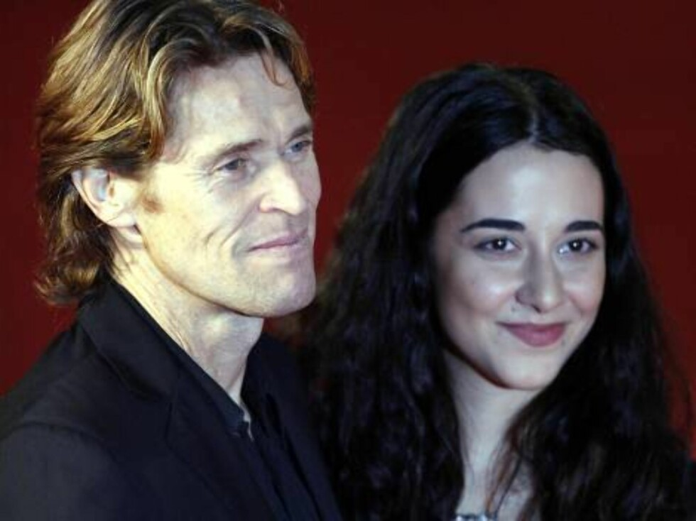 """Actor Willem Dafoe, left, and his wife Italian actress Giada Colagrande smile as they arrive at Rome's Auditorium, Sunday, Oct. 15, 2006, for the screening od Martin Scorsese's movie """"The Departed"""", at the first ever edition of the Rome """"Festa del Cinema"""" Foto: AP"""