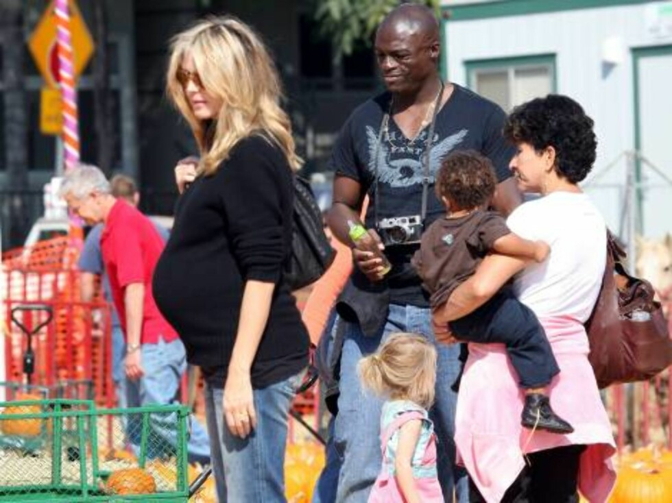 Heidi Klum and Seal with Leni and Henry at pumpkin patch in Hollywood Oct 14, 2006 X17agency exclusive Foto: All Over Press