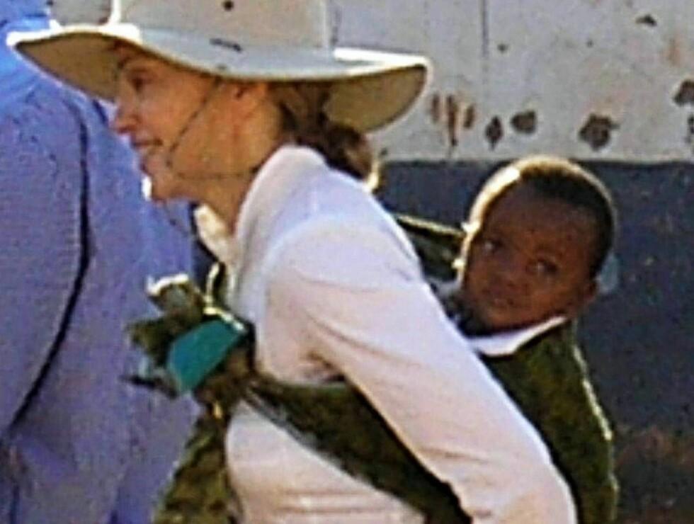 STOLT MAMMA: Madonna hevder hun har fulgt alle regler i adopsjonssaken. Les hennes egen forklaring.