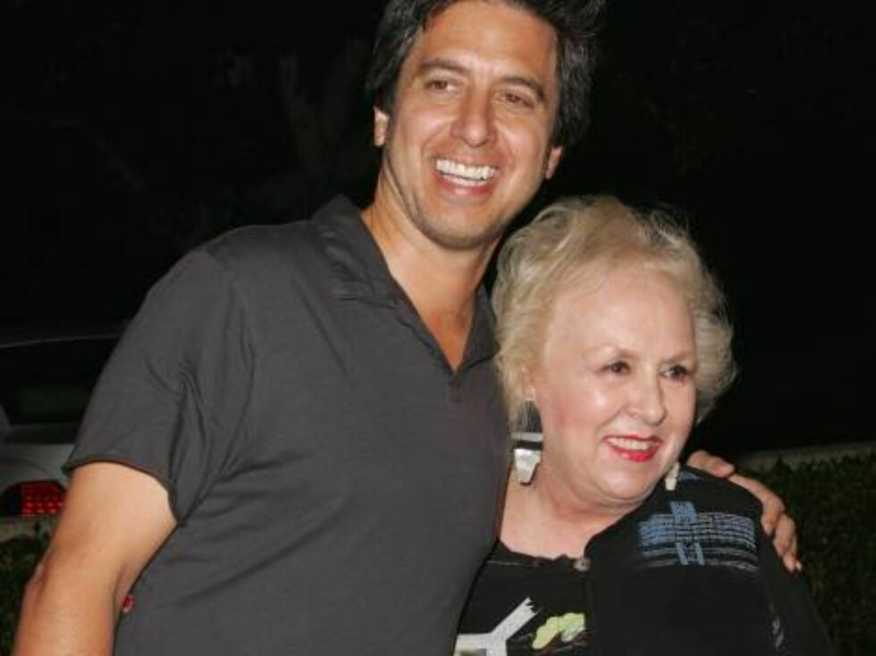 Beverly Hills, CA 2006-10-09  Ray Romano and Doris Roberts  Flags of Our Fathers Premiere  Academy of Motion Picture Arts and Sciences  Photo: Jill Johnson/jpistudios  Code:4036 COPYRIGHT STELLA PICTURES   Foto: Stella Pictures