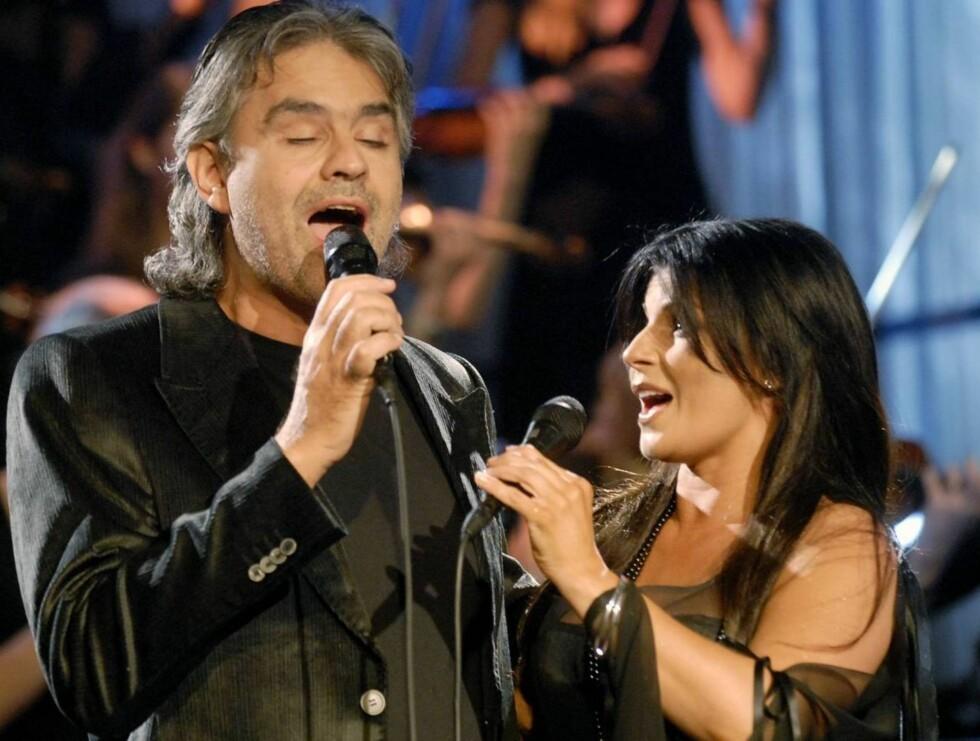 MIMELEKEN: Bocelli var solidarisk med Carola - og mimet han også. Foto: Stella Pictures