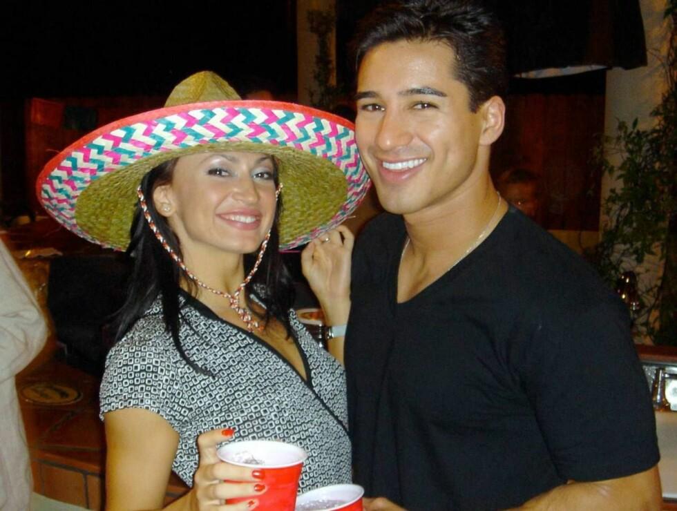 FIESTA: Etterhvert som alkoholen begynte å flyte, tok Karina fram party-sombreroen. Foto: All Over Press
