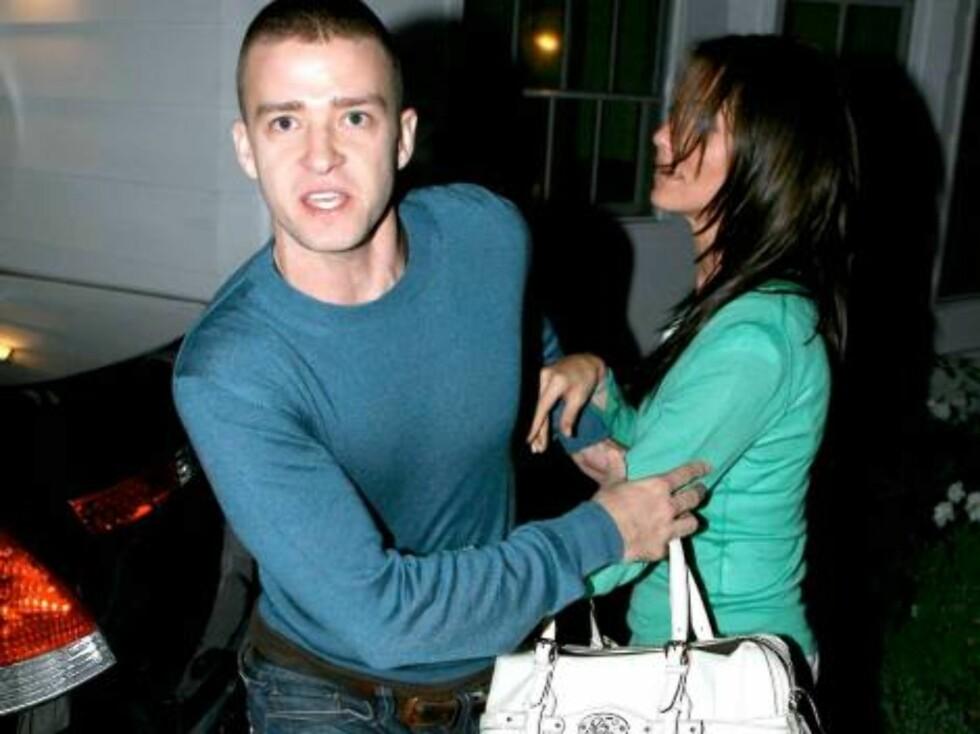 I 2004 prøvde en kar å anmelde skuespillerinnen Cameron Diaz. Han påsto at hun angrep ham, slo ham i nakken og stjal kameraet hans. Her blir Cameron forsvart av kjæresten og popsangeren Justin Timberlake. Foto: All Over Press