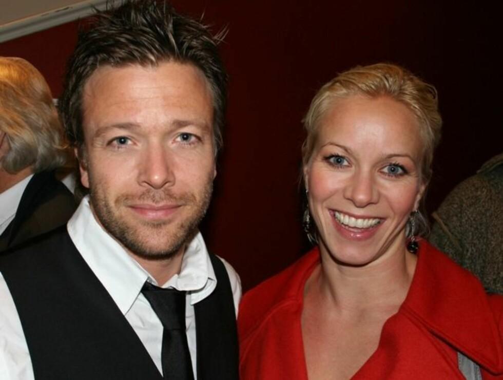 TID SAMMEN: Kåre Conradi og Marian Aas-Hansen har endelig tid til hverandre etter harde tak på scenen. Foto: Se og Hør