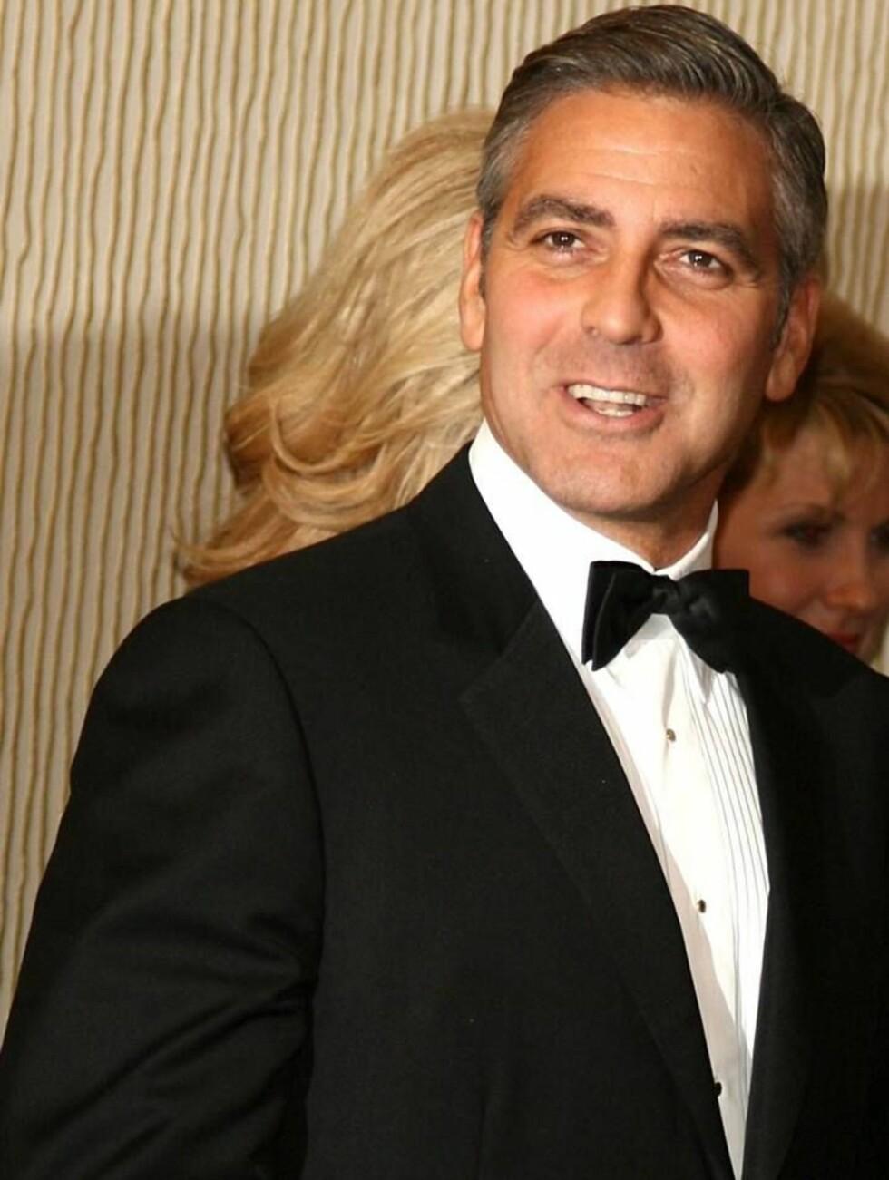 GJESTFRI: Clooney åpner dørene til luksuspalasset. Foto: All Over Press