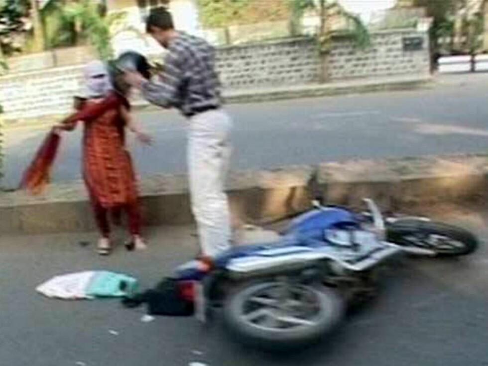PÅKJØRT: I sin flukt fra paparazziene skal Angelinas bil ha kjørt ned en mopedist. Foto: All Over Press