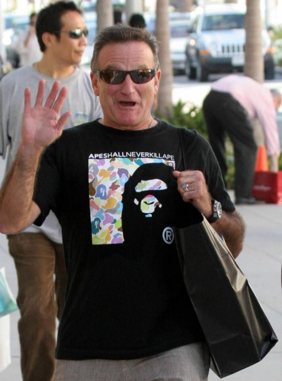 LYSTIG: I disse dager er livet rus nok for Robin - og shopping, selvsagt... Foto: All Over Press