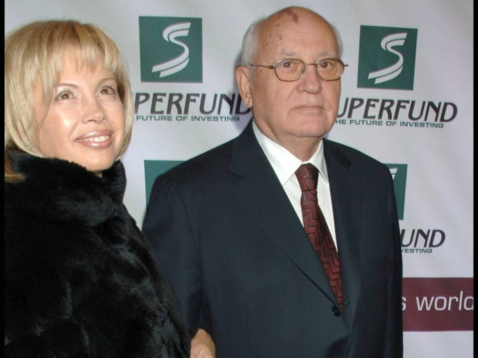 FAR OG DATTER: Gorbatsjov viste stolt fram datteren Irina Virganskaya for pressen. Foto: Stella Pictures