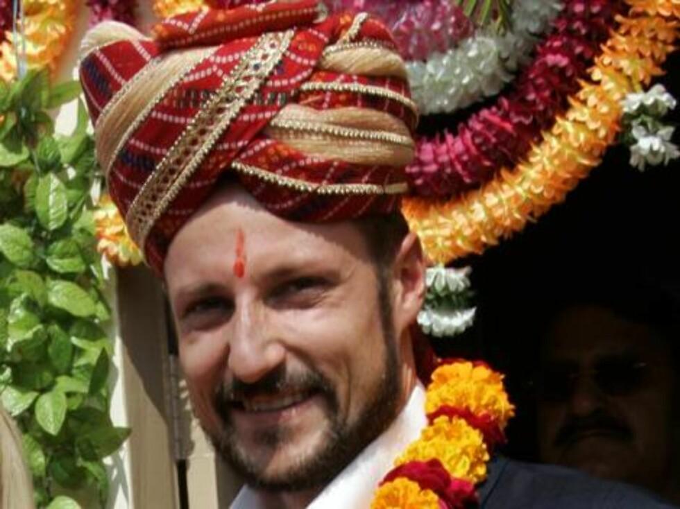JAIPUR, INDIA 20061103: Kronprins Haakon, med kledelig turban, og kronprinsesse Mette-Marit i Jaipur fredag, på siste dag av kronprinsparets besøk i India. Foto: Lise Åserud / SCANPIX Foto: SCANPIX