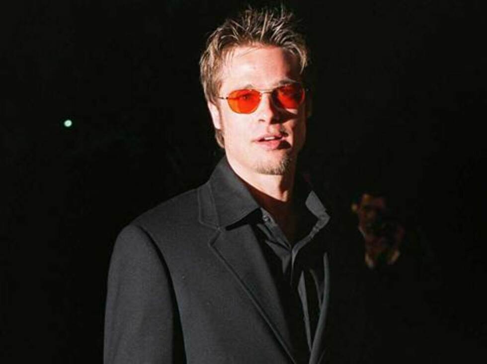 382332 01:  (FILE PHOTO)  Actor Brad Pitt arrives at the Vanity Fair Oscar Party at Mortons March 24, 1998 in West Hollywood, Ca.  Pitt is a possible candidate for the the post of mayor of Hollywood which wants to secede from the city of Los Angeles in th Foto: All Over Press
