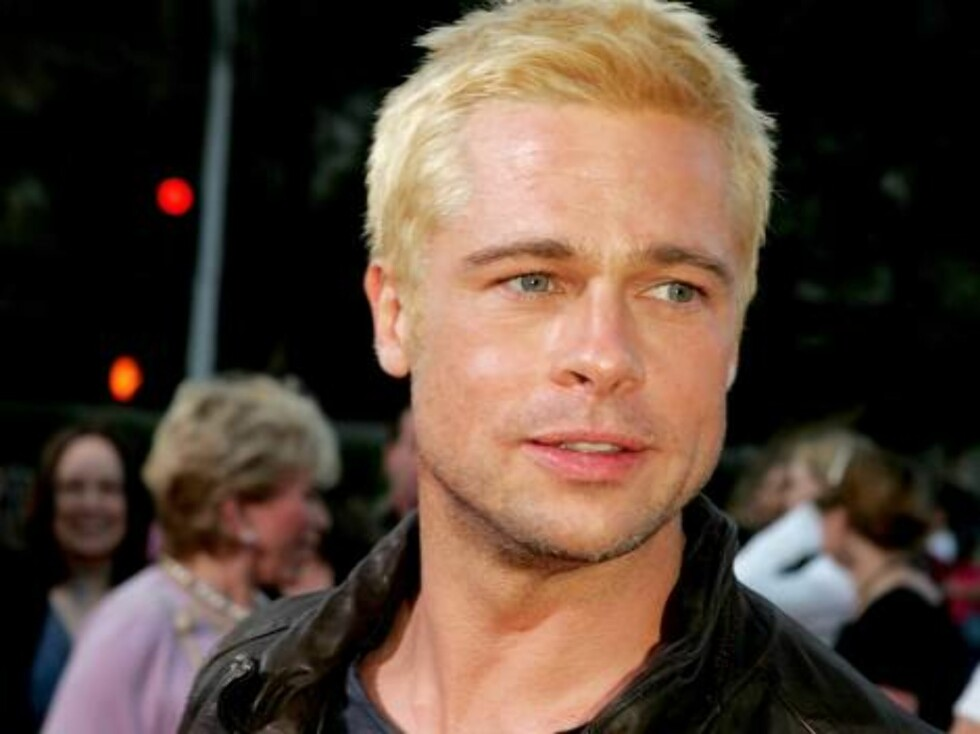 """WESTWOOD, CA - JUNE 07:  Actor Brad Pitt arrives at the premiere of """"Mr. & Mrs. Smith"""" at the Mann Village Theater on June 7, 2005 in Westwood, California.  (Photo by Kevin Winter/Getty Images) / ALL OVER PRESS53026936KW080_20th_Century_ *** Local Caption Foto: All Over Press"""
