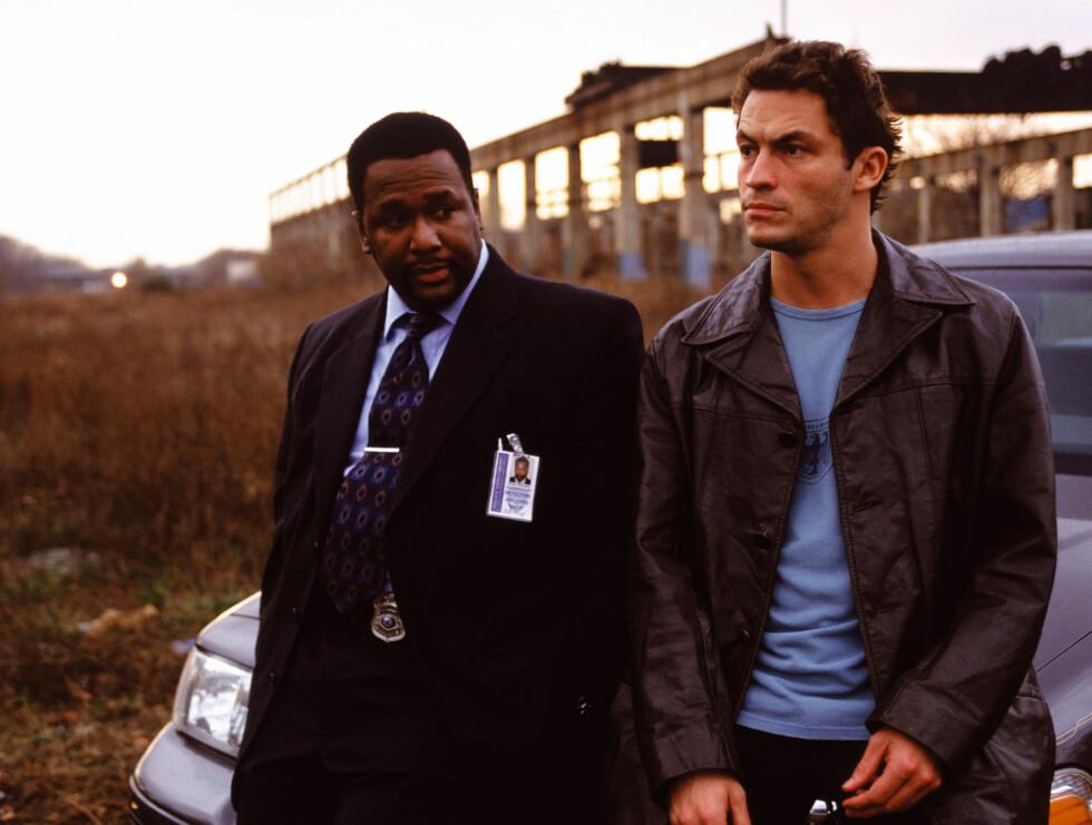 HELTENE: Jimmy McNulty og Wendell Pierce er ikke som andre politimenn du har sett på TV.  Foto: Filmweb.no