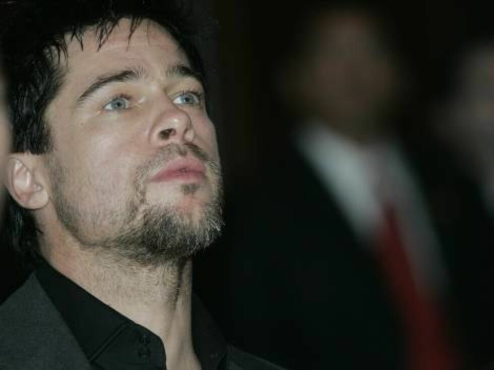 NEW YORK - SEPTEMBER 16:  (NO ARCHIVE, NO SALES)  In this handout image provided by the Clinton Global Initiative, actor Brad Pitt listens to a speaker during a plenary meeting during the Clinton Global Initiative Summit September 16, 2005 in New York Cit Foto: All Over Press