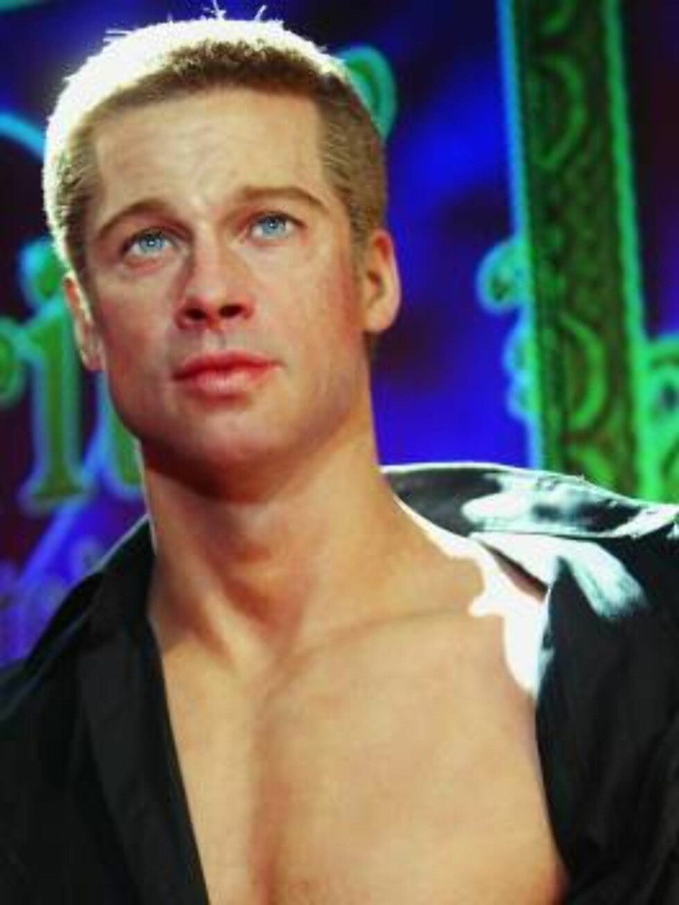 LONDON -  AUGUST 18:  New waxwork of actor Brad Pitt is unveiled at Madame Tussauds on August 18, 2004 in London. The new models of Aniston and Pitt both come with squeezable bottoms and stroke-able silicone chests, and all four models form part of a new Foto: All Over Press