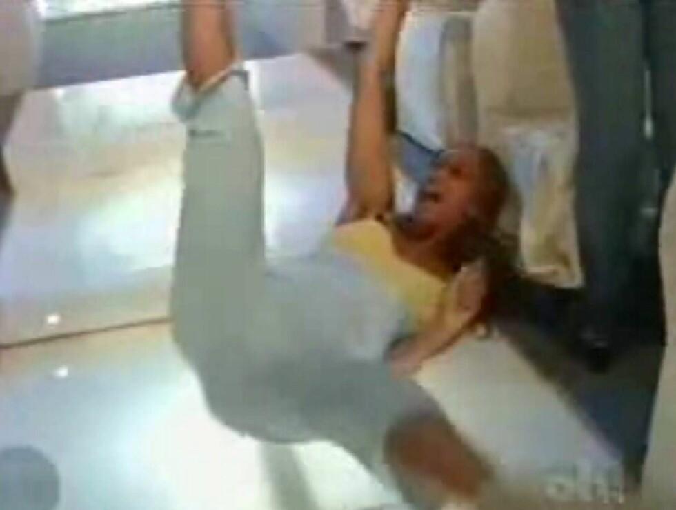 SJOKKERTE: Tyra prøver seg som break-dancer i ren glede. Foto: YouTube