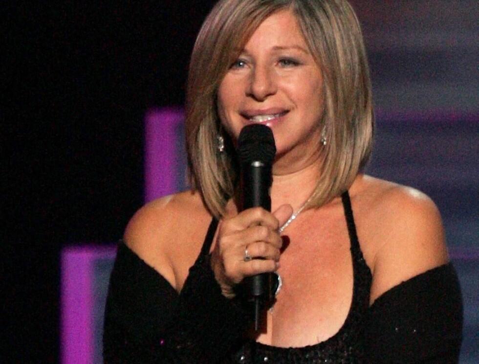 TILBAKE I RAMPELYSET: Barbara Streisand fleipet med president Bush. Foto: All Over Press