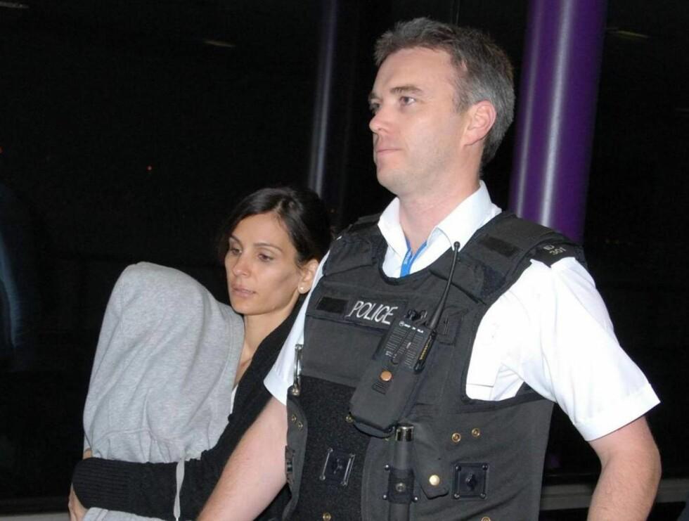 VAKT: Da lille David ankom Heathrow flyplass i London, var sikkerheten høy.  Foto: AP/Scanpix