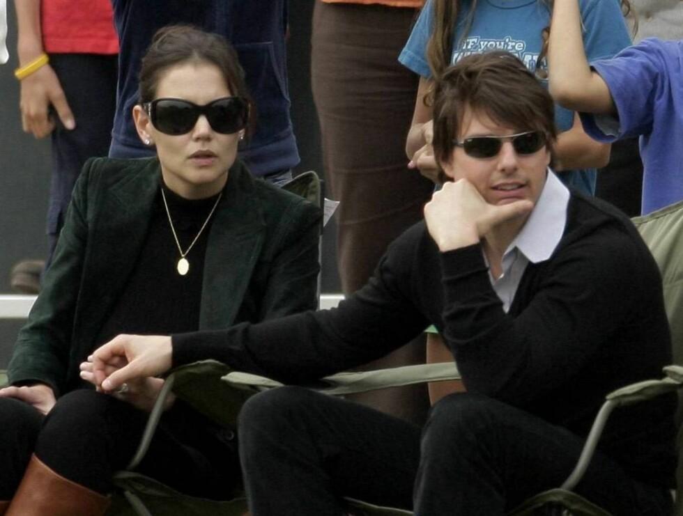 TRØSTER TOM: Katie Holmes har fått folkets støtte etter at Tom Cruises oppførsel blir sprøere og sprøere... Foto: All Over Press