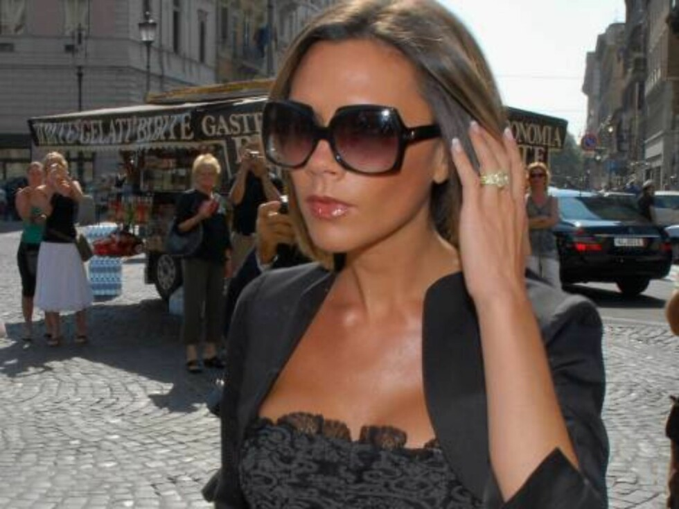 ROME, ITALY - SEPTEMBER 23: Victoria Beckham arrives at the christening of Elle McPherson's son at Santa Maria Maggiore Basilica on September 23, 2006 in Rome, Italy. (Photo Franco Origlia/Getty Images) 71887878FO002_McPherson *** Local Caption ***  Vict Foto: All Over Press